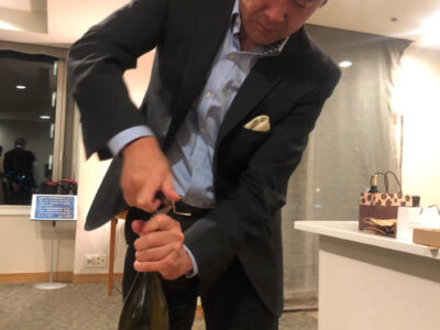 ワイン講座 エグゼクティブとしてのワイン知識 乾杯の仕方、抜栓の実技